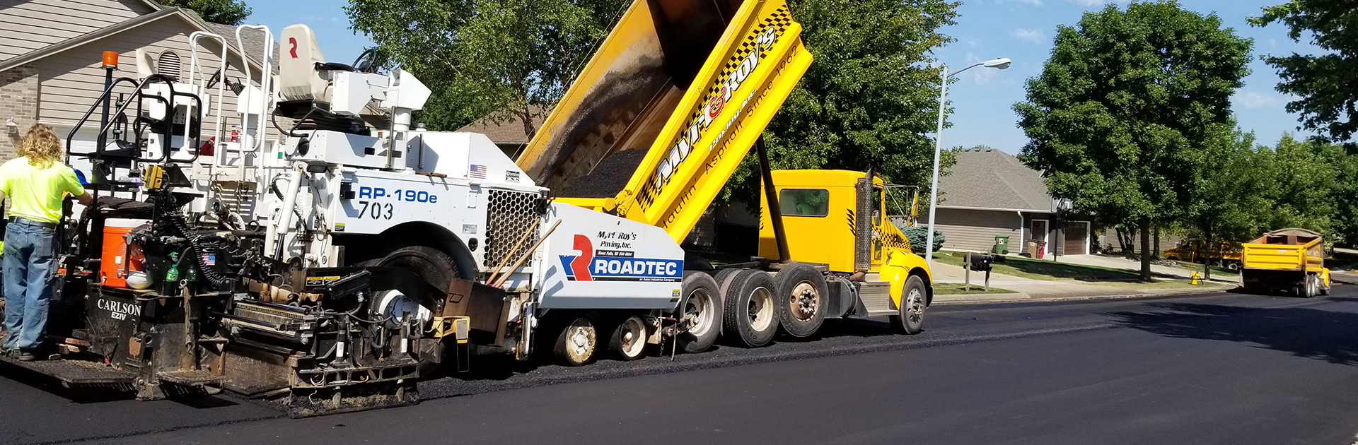 Laying asphalt